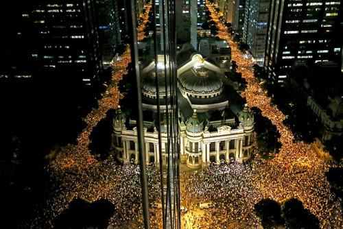 Estudantes fazem protesto pela Av. Rio Branco contra o aumento das passagens.